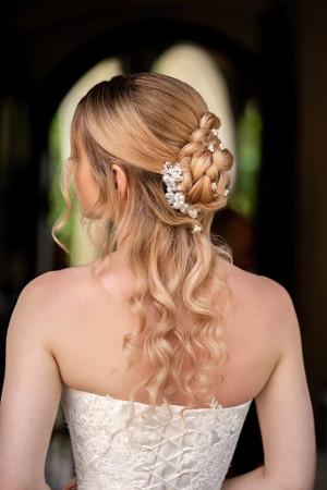 Menyasszonyi frizura fonással